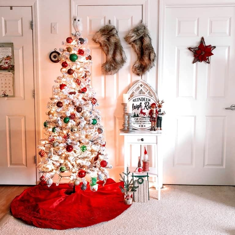 Simple and Cozy Christmas Apartment Decor - That Lemonade Life